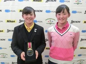 岩井明愛(左)と千怜の双子姉妹